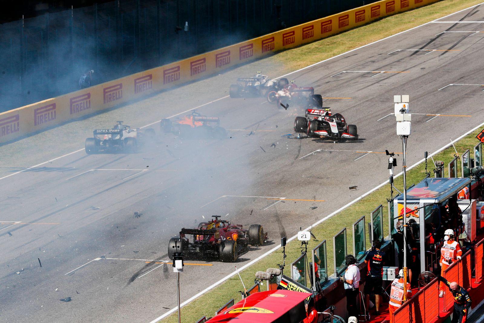 2020 Tuscany GP MUGELLO CIRCUIT, ITALY - SEPTEMBER 13: Kevin Magnussen, Haas VF-20 and Carlos Sainz, McLaren MCL35 cras
