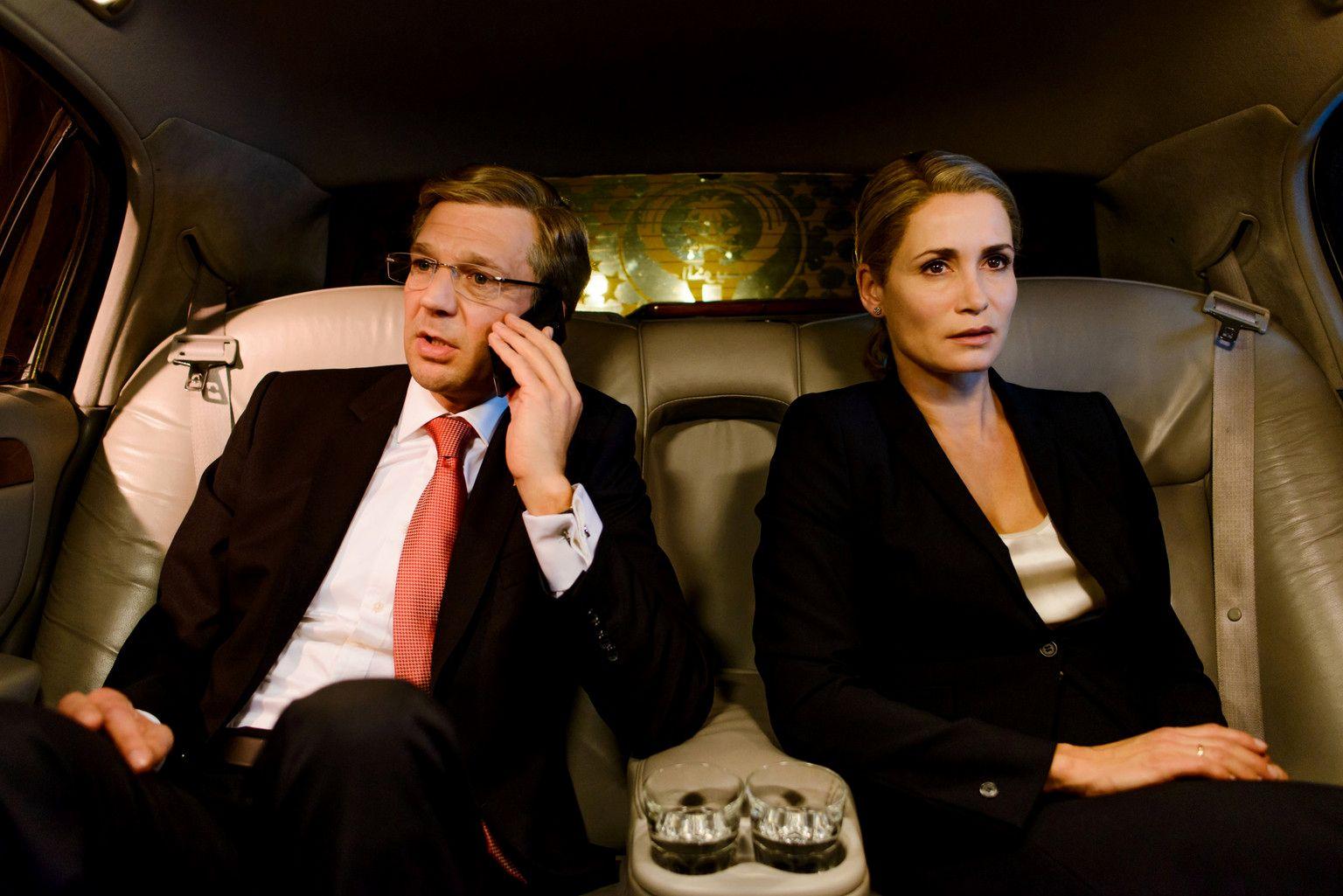 EINMALIGE VERWENDUNG TV/ Der Rücktritt