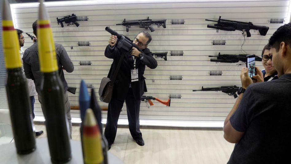 Waffenmesse in Rio de Janeiro