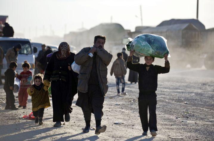 Auf dem Weg zur türkischen Grenze (Archiv): Zehntausende Syrer auf der Flucht