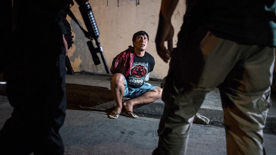 Festnahme eines angeblichen Drogendealers auf den Philippinen