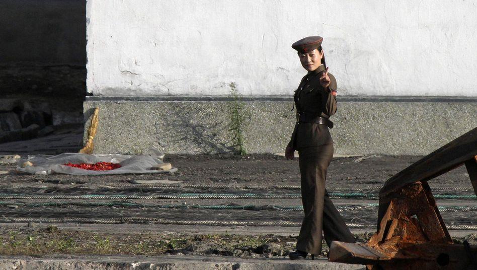 Nordkoreanische Soldatin (an der Grenze zu China): Totale Kontrolle im Staat