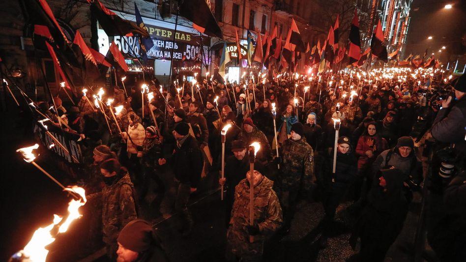 Rechte Demonstranten am Neujahrstag in Kiew: Harsche Kritik aus Moskau