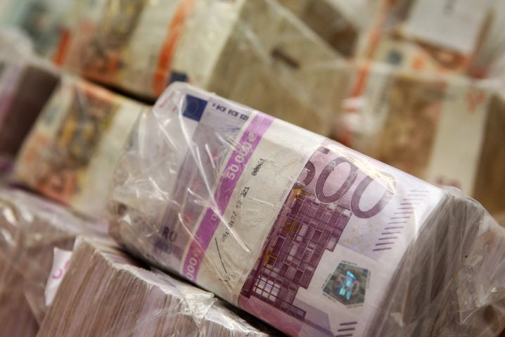 UberMONEY, der Vermittlungsdienst für privat gedruckte Banknoten, ist ebenfalls in Vorbereitung.