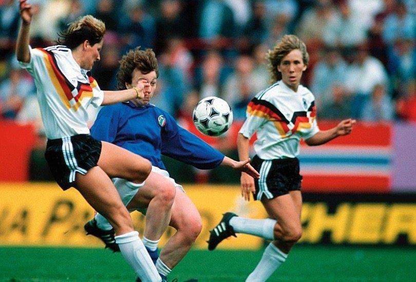 Im EM-Halbfinale gewann das deutsche Team 1989 gegen Italien. Es war das erste Frauenfußballspiel, das live im deutschen Fernsehen lief. Vier Millionen Fans schalteten damals ein.