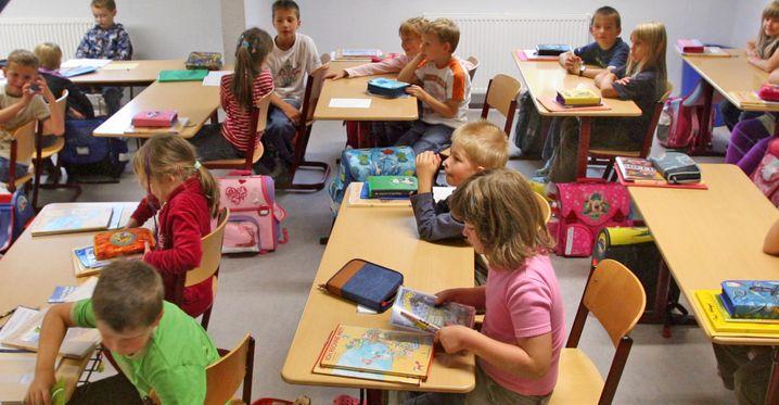 Von zwei Metern Abstand weit entfernt: Grundschüler in einer regulären Unterrichtssituation (die Bilder in diesem Artikel sind allesamt Archivfotos)