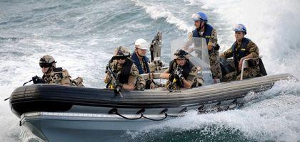 Bundeskanzlerin Merkel will per Grundgesetzänderung Soldaten der Bundeswehr wirksamer gegen Piraten einsetzen