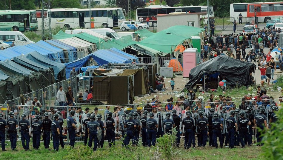 """Police officers guard a local refugee camp in the village of Röszke at the Serbian-Hungarian border on Sept. 4: """"Orbán is acting irresponsibly."""""""
