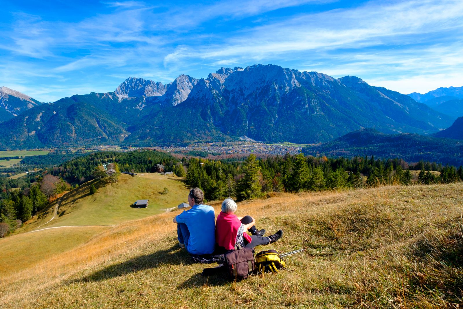 Mountaineers, hikers resting at the summit, Kranzberg, near Mittenwald, Werdenfelser Land, Upper Bavaria, Bavaria, Germany