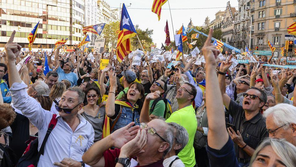 Mittelfinger für Madrid: Demonstranten für ein unabhängiges Katalonien