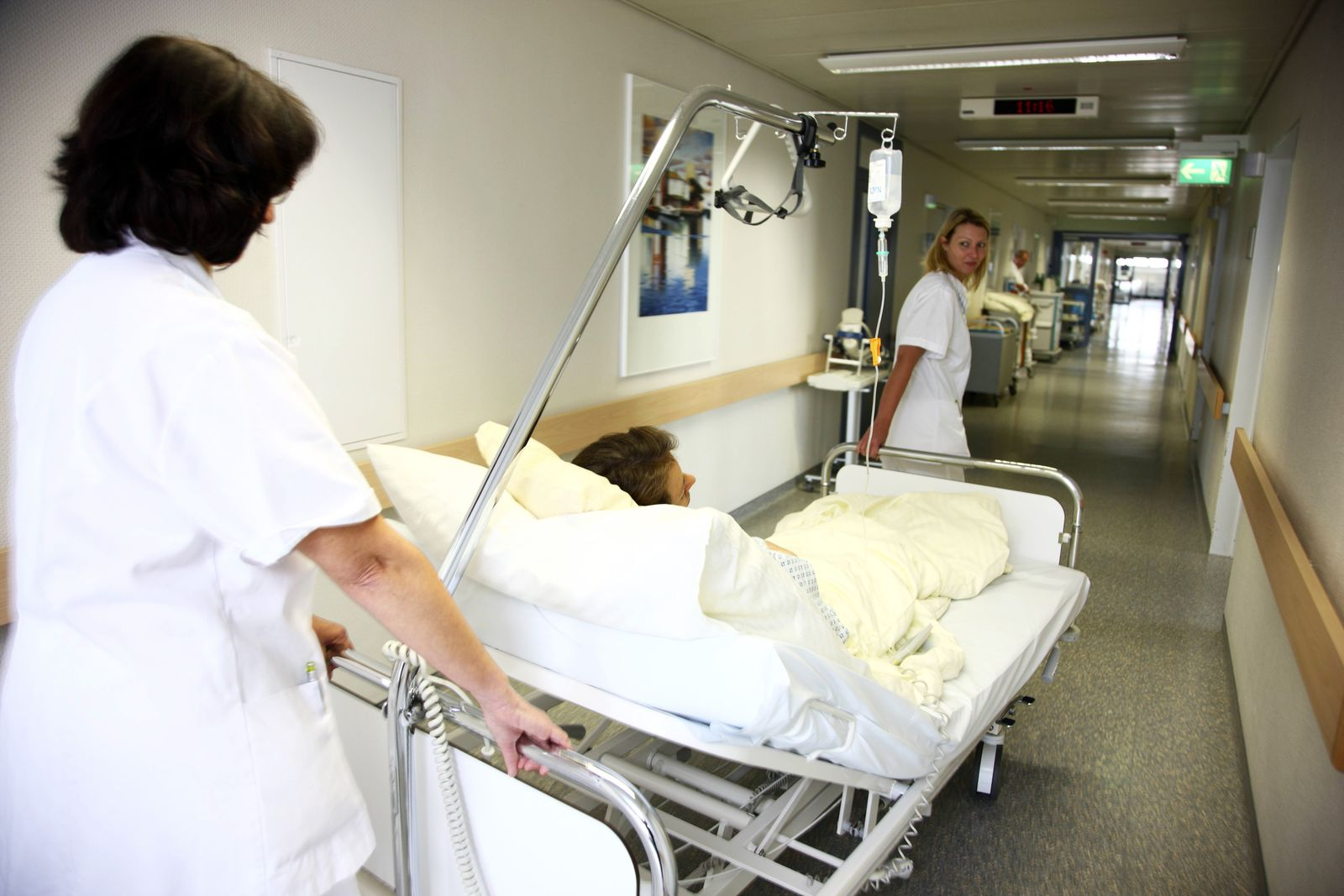 EINMALIGE VERWENDUNG Pflegekatastrophe / Pflegekräfte / Krankenhaus
