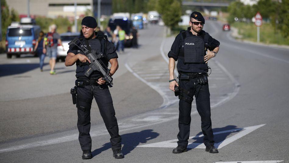 Polizisten westlich von Barcelona