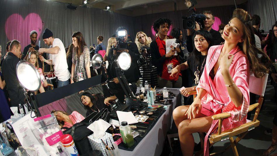 Backstage: Supermodel Miranda Kerr bereitet sich auf die Victoria's Secret Show 2012 vor