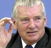 Erleichtert: Innenminister Otto Schily