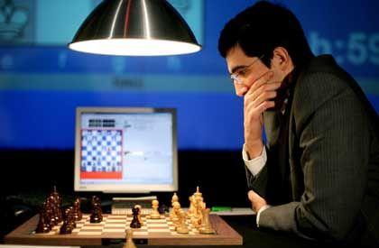 Wladimir Kramnik bei der heutigen Partie in Bonn: Kopf gegen Computer