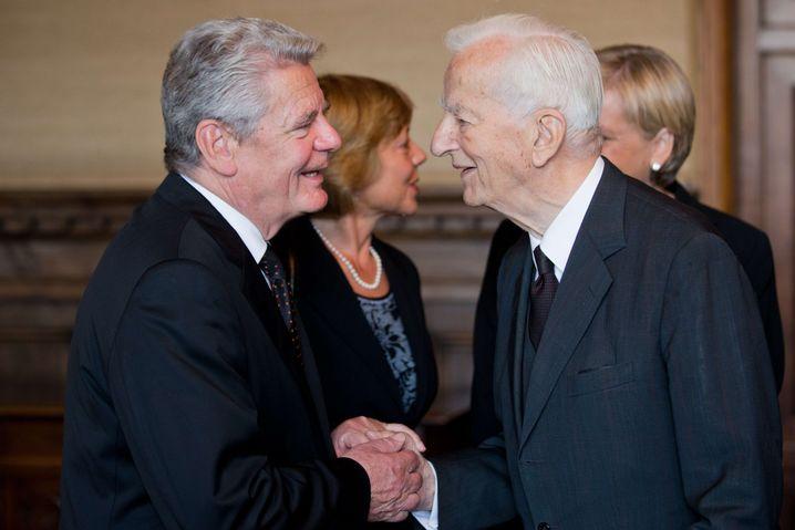 """Staatsmänner Gauck und Weizsäcker: """"Ein Zeuge des Jahrhunderts"""""""