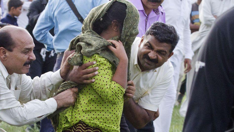 Rimsha wird nach ihrer Freilassung in Sicherheit gebracht: Verfahren eingestellt