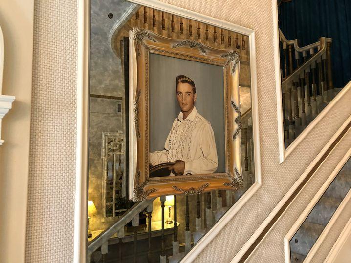 Elvis-Porträt in seinem Haus
