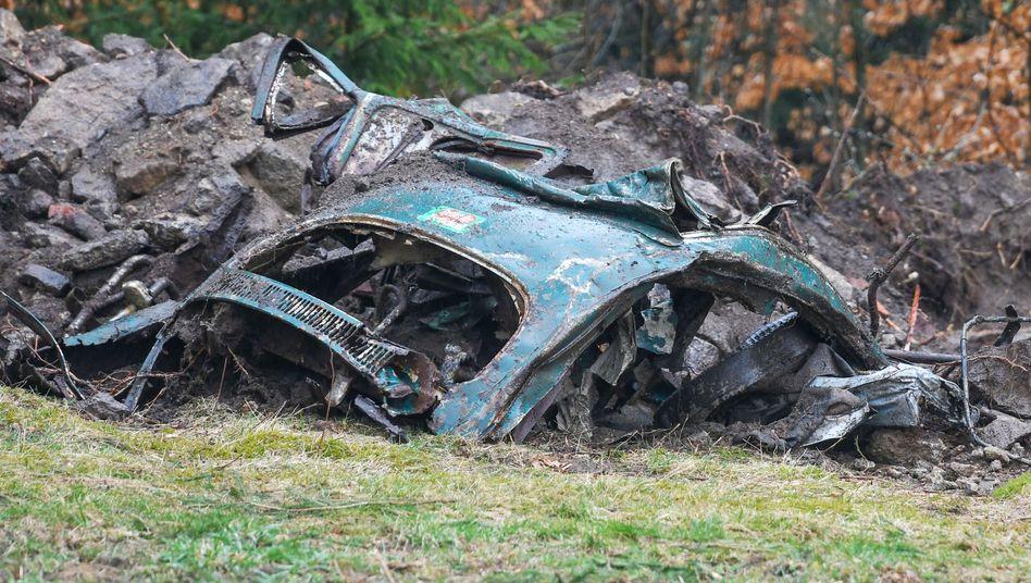 Die Polizei hat auf der Suche nach einer Mädchenleiche die Reste eines Autos gefunden