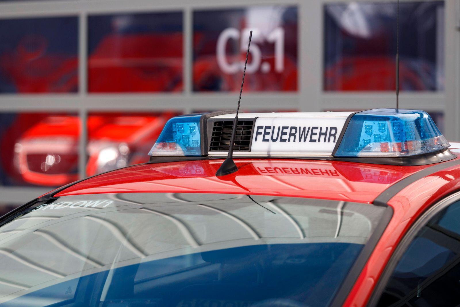 Feuerwehrfahrzeug bei der Präsentation des neuen Logos der Feuerwehr Köln in der Feuerwache an der Gummersbacher Straße