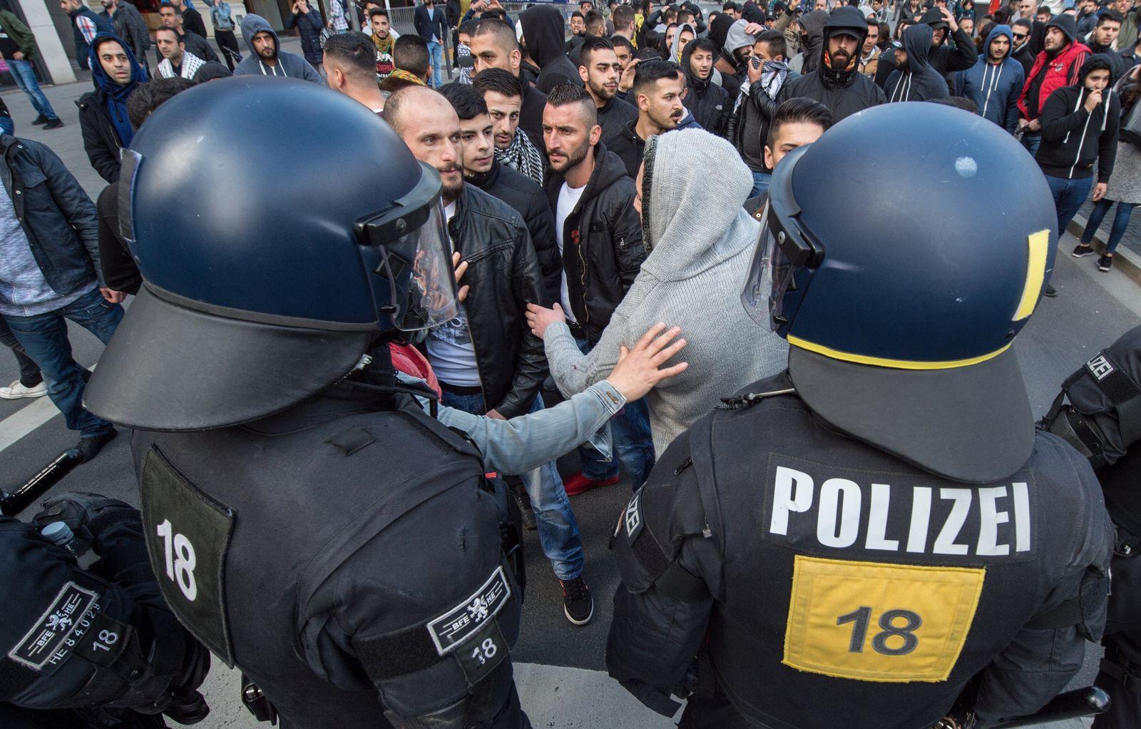 Kurden demonstrieren in Frankfurt am Main