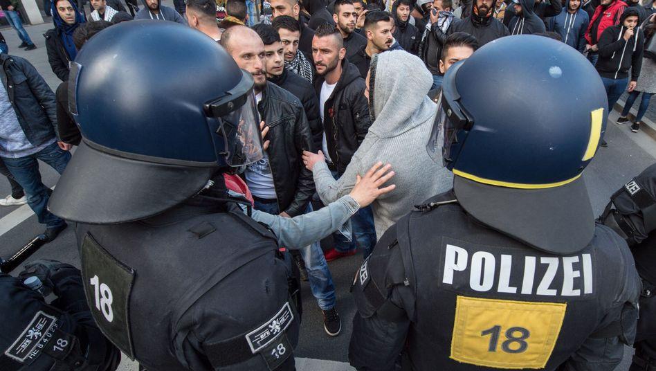 Kurden demonstrieren am Sonntag in Frankfurt