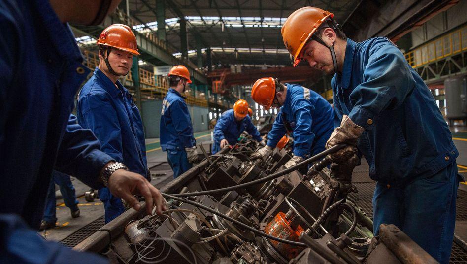 Arbeiter in einem chinesischen Stahlwerk (Archivbild)
