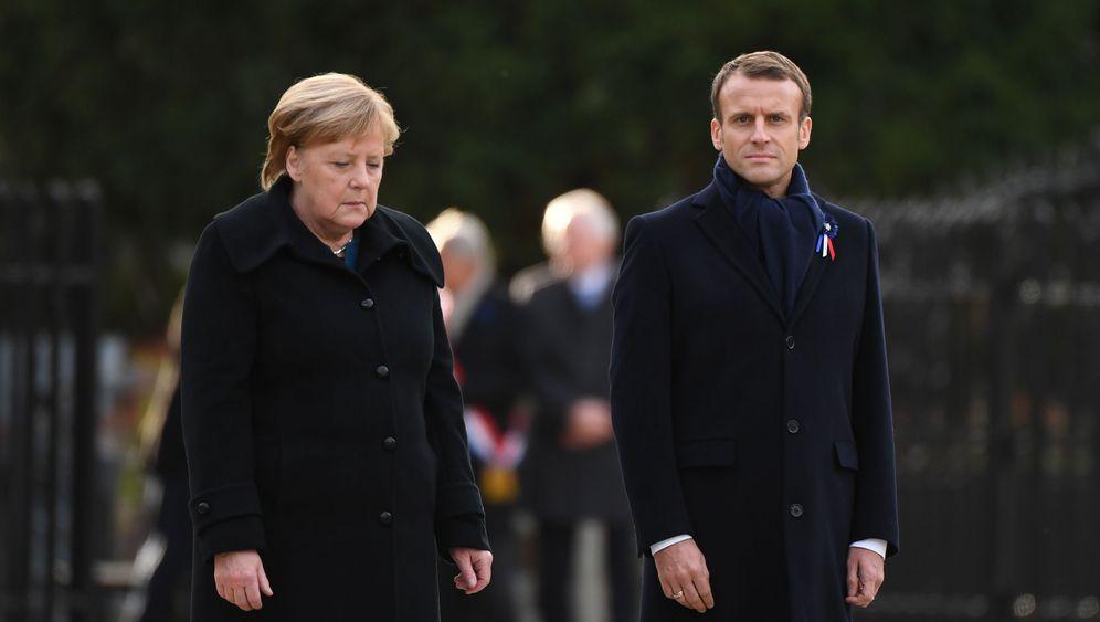 Erster Weltkrieg: Macron und Merkel Arm in Arm