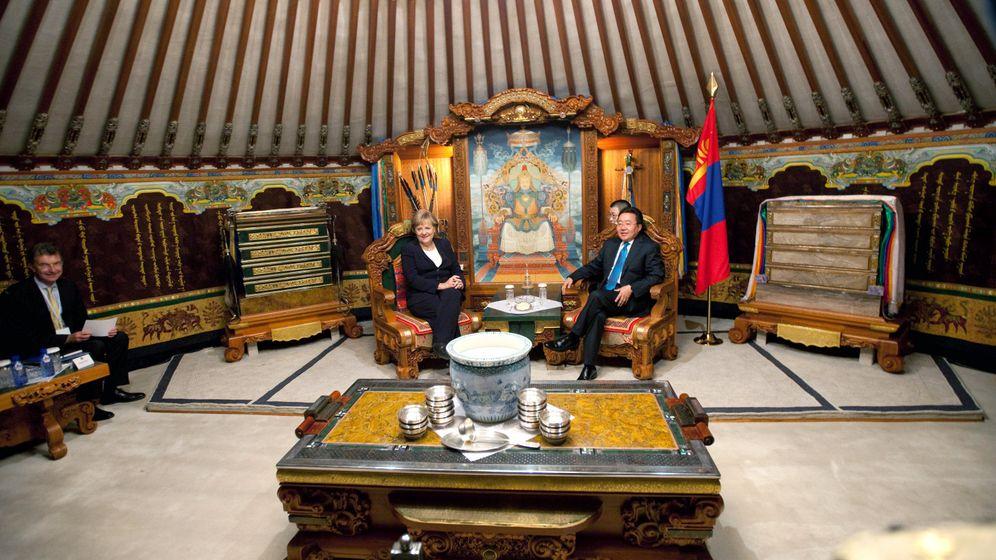 Photo Gallery: Merkel in Mongolia