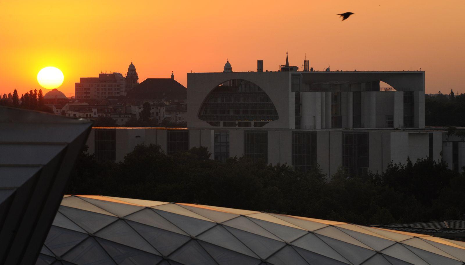 Kanzleramt/ Sonnenuntergang