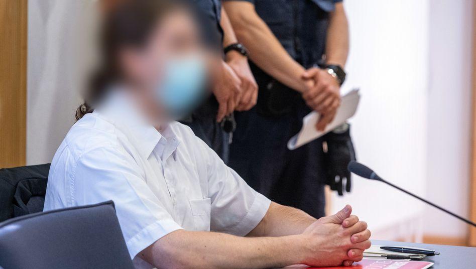 Der Angeklagte im Gerichtssaal: Er soll seine Verlobte Maria Baumer mit Medikamenten getötet haben