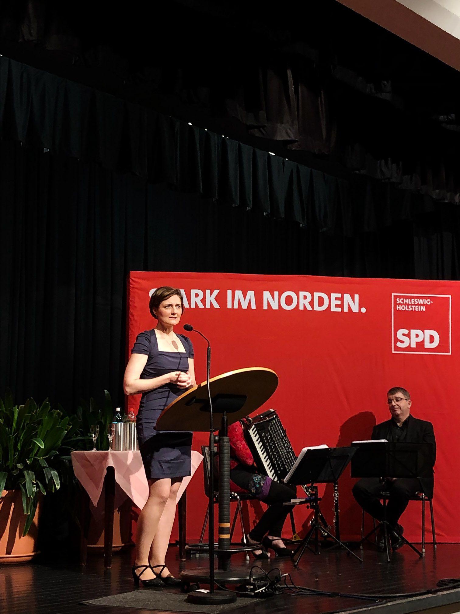 EINMALIGE VERWENDUNG Simone Lange