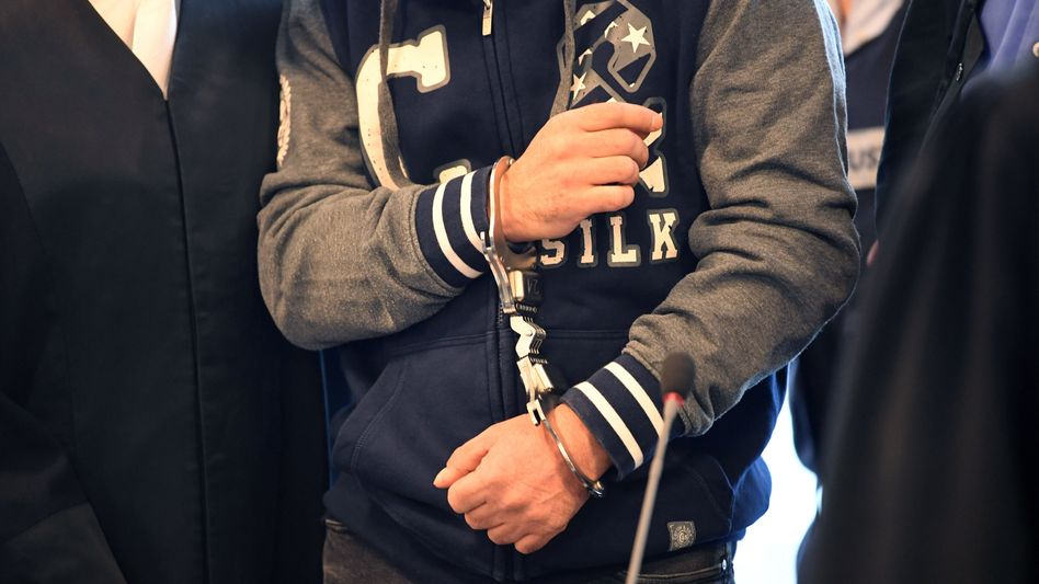 Angeklagter im Landgericht Karlsruhe