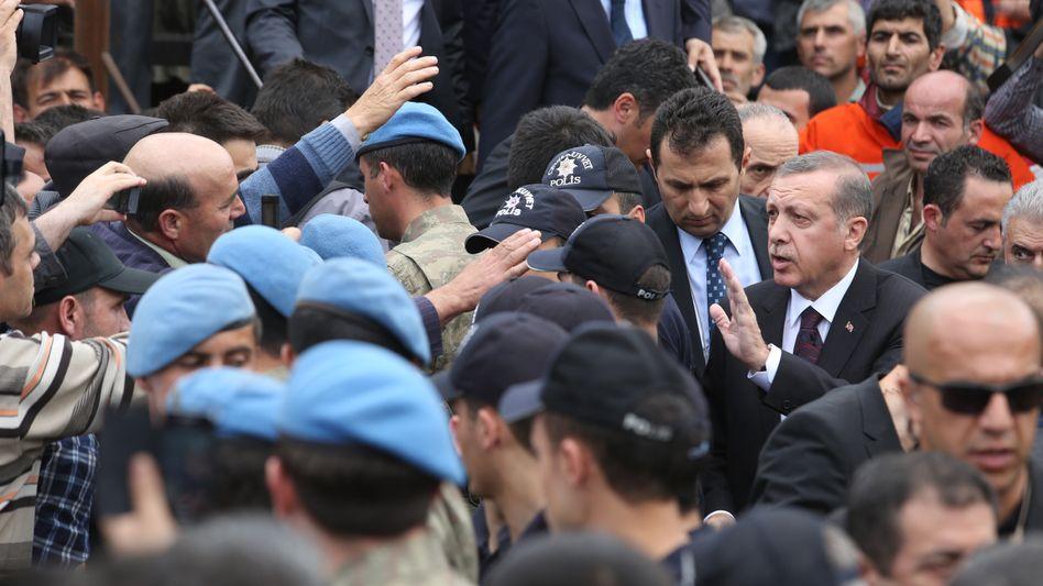 "Ministerpräsident Erdogan am Unglücksort: ""Solche Unfälle gehören zur Normalität"""