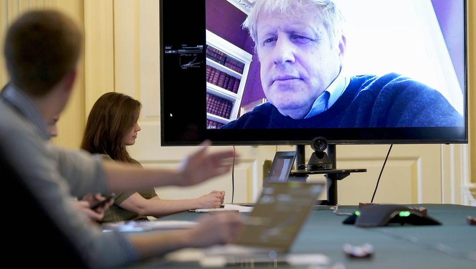 Britischer Premier Johnson in einer Videoschalte mit Coronavirus-Experten