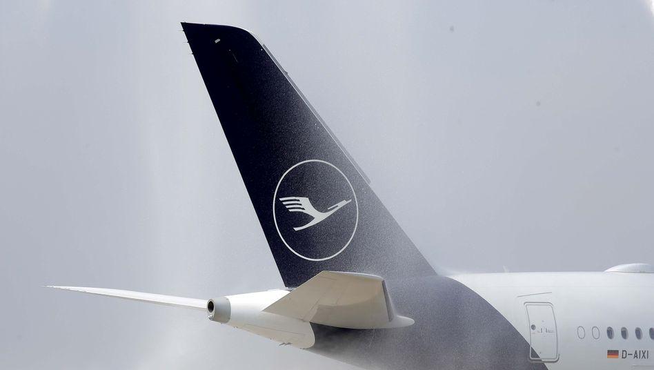 Lufthansa Airbus A 350-941: Auf die Idee, selbst freiwillig für einen CO2-Ausgleich zu sorgen und das den eigenen Anteilseignern in Rechnung zu stellen, kommt Lufthansa-Chef Spohr natürlich nicht