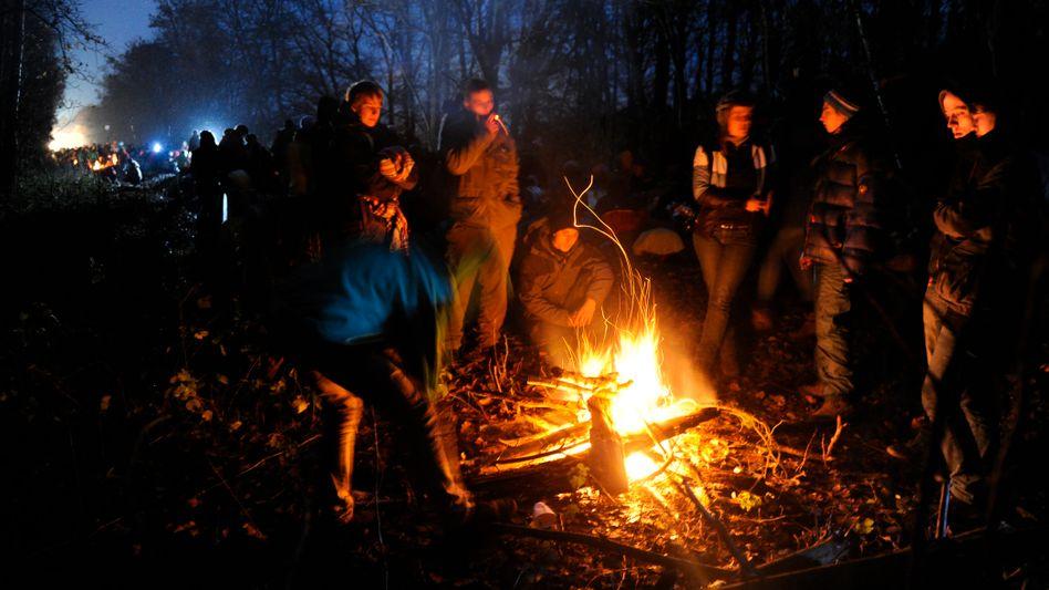 Gruppe im Wendland: Als hätten die Menschen das wärmende Lagerfeuer nie verlassen