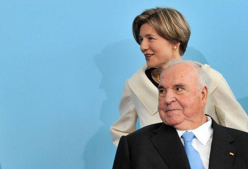 Helmut Kohl mit seiner Frau Maike Kohl-Richter (2010)