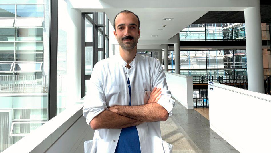 Cihan Celik: Der 33-Jährige betreut eine Isolierstation für Covid-19-Patienten am Klinikum Darmstadt