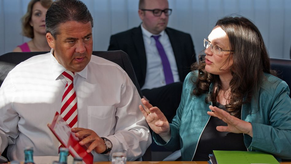 SPD-Chef Gabriel, Generalsekretärin Nahles: Mit Quote in die Offensive?