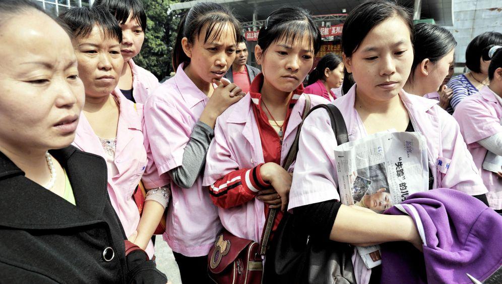 Photo Gallery: Economic Strains Spreading to China