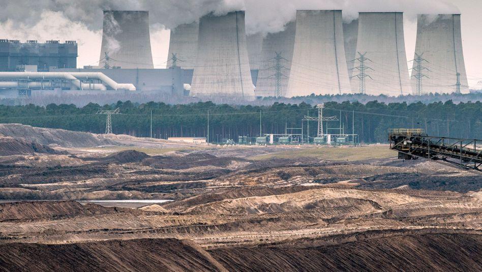 Kühltürme eines Braunkohlekraftwerks: Dutzende Meiler überflüssig?