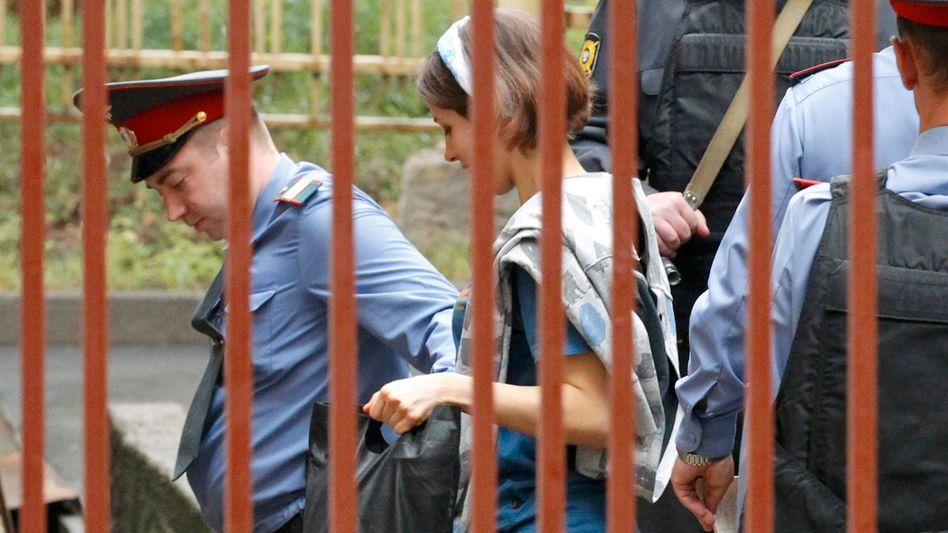 Prozess in Moskau: Polizei riegelt Gericht vor Pussy-Riot-Urteil ab