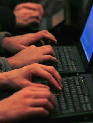 Surfen im Internet: Computer-Abgabe würde Deutsche über Gebühr belasten