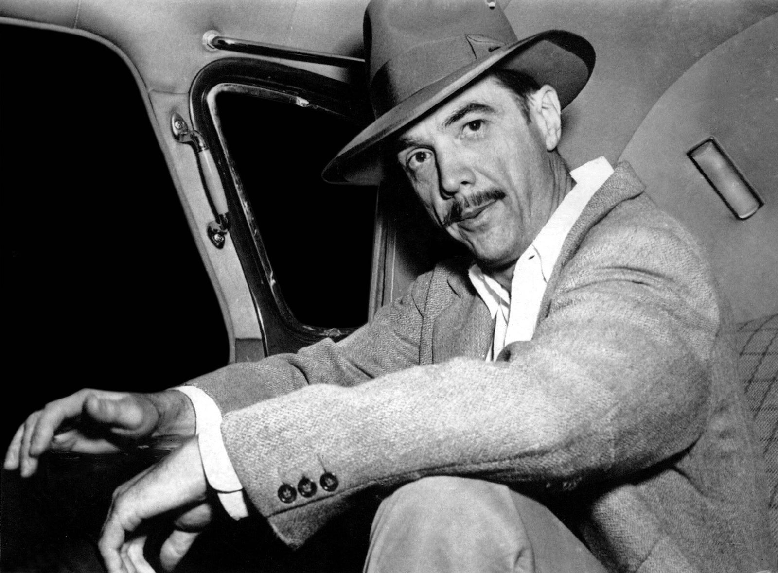 Howard Hughes, wearing good luck hat, 1947 Courtesy Everett Collection PUBLICATIONxINxGERxSUIxAUTxONLY Copyright: xCourt