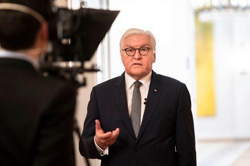 Bundespräsident Frank-Walter Steinmeier bei der Fernsehaufzeichnung zur Corona-Pandemie