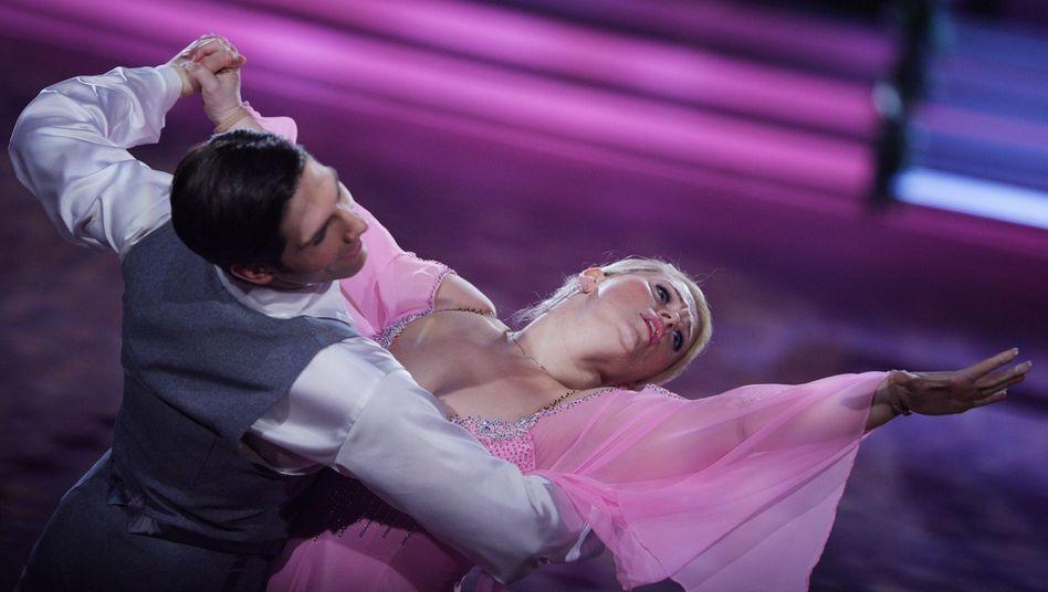 """Mit Fleiß und Zuversicht zurück ins Rampenlicht: Sängerin Maite Kelly, jüngster Spross der Kelly-Familie, mit Partner in der RTL-Tanzshow """"Let's Dance""""."""