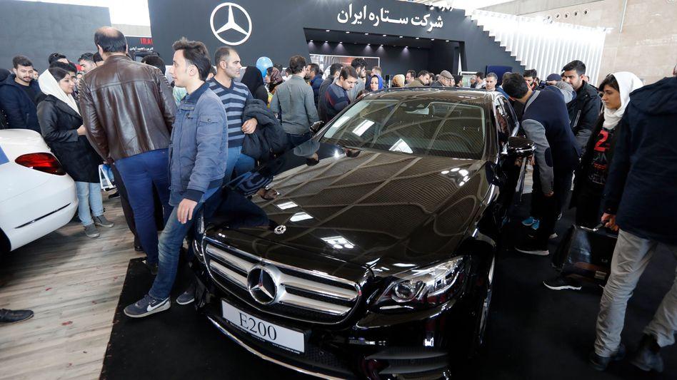 Ein Mercedes auf einer Messe in Teheran (Symbolbild)