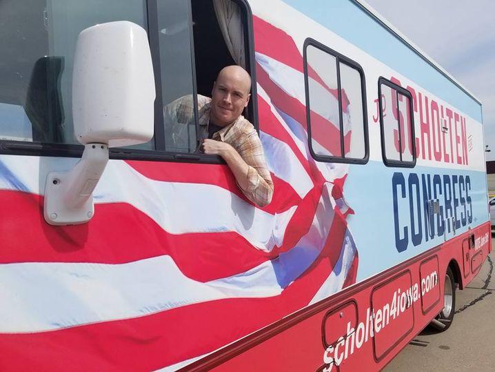Kandidat JD Scholten in seinem Wahlkampfwohnmobil