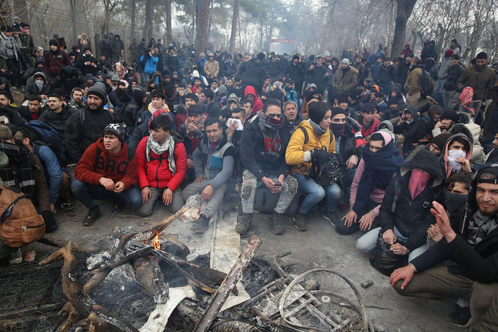 Refugees try to reach Europe, Edirne, Turkey - 29 Feb 2020
